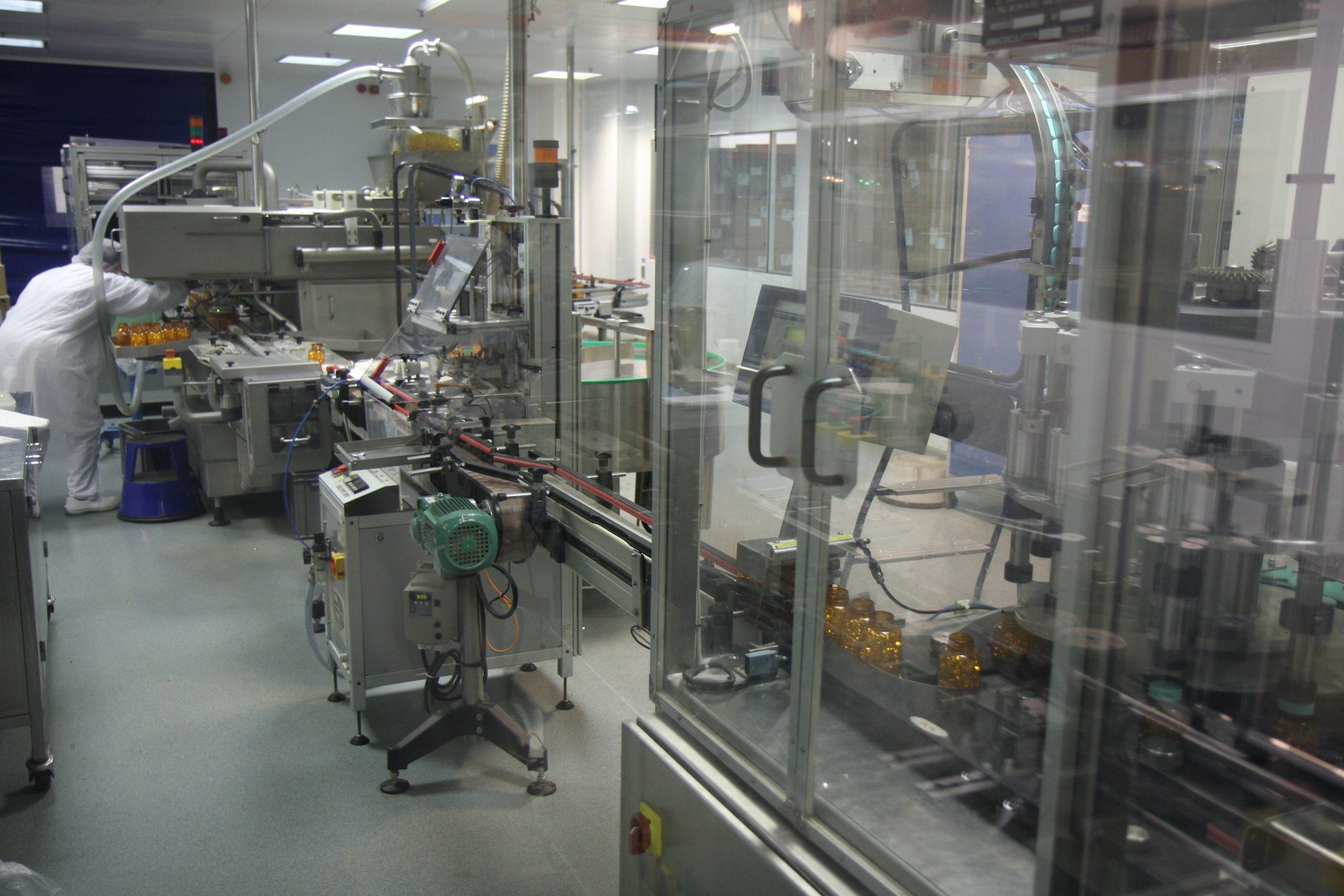 Laboratoires_Arkopharma_-_Chaine_de_conditionnement_remplissage_piluliers.jpg