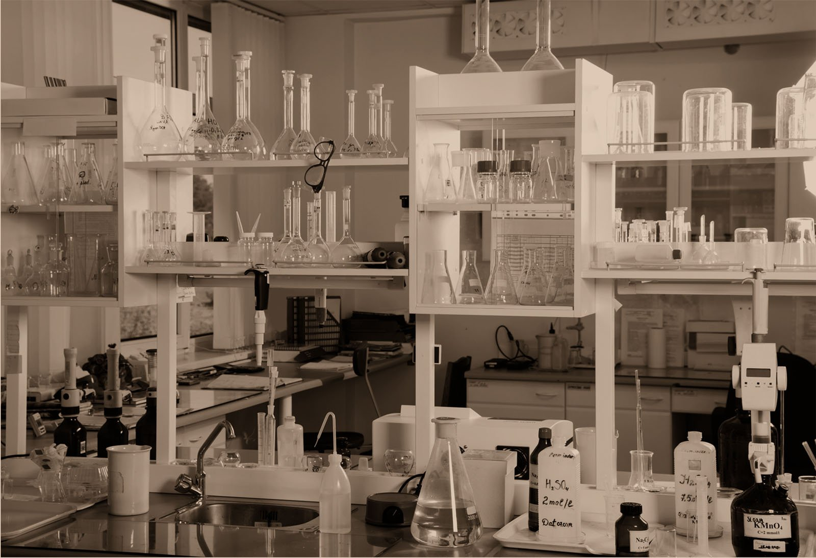 4-Questions-Manufacturers-Should-Ask-Their-Chemical-Suppliers.jpg