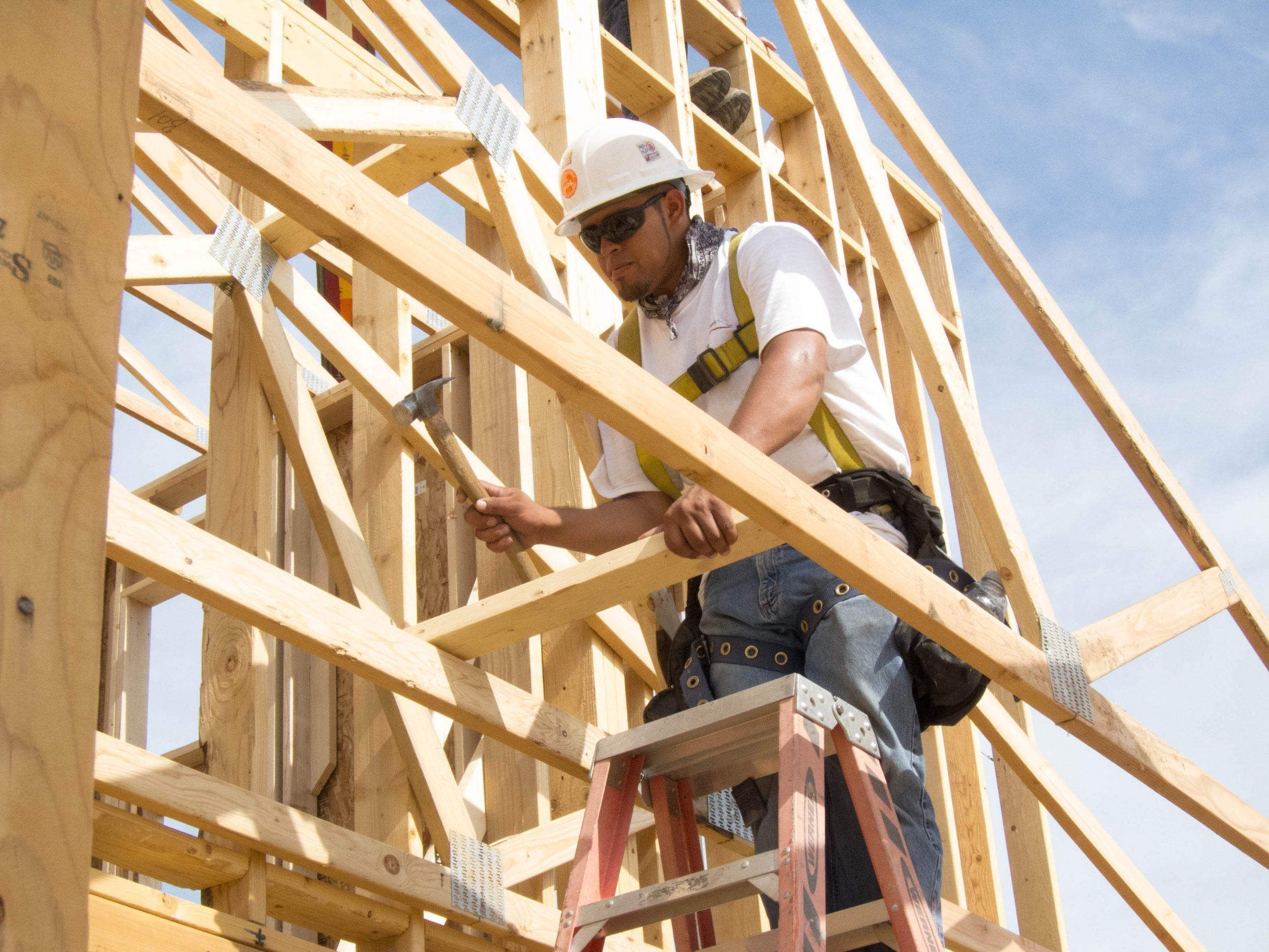 Residential_construction_fall_arrest_system_9256413286.jpg