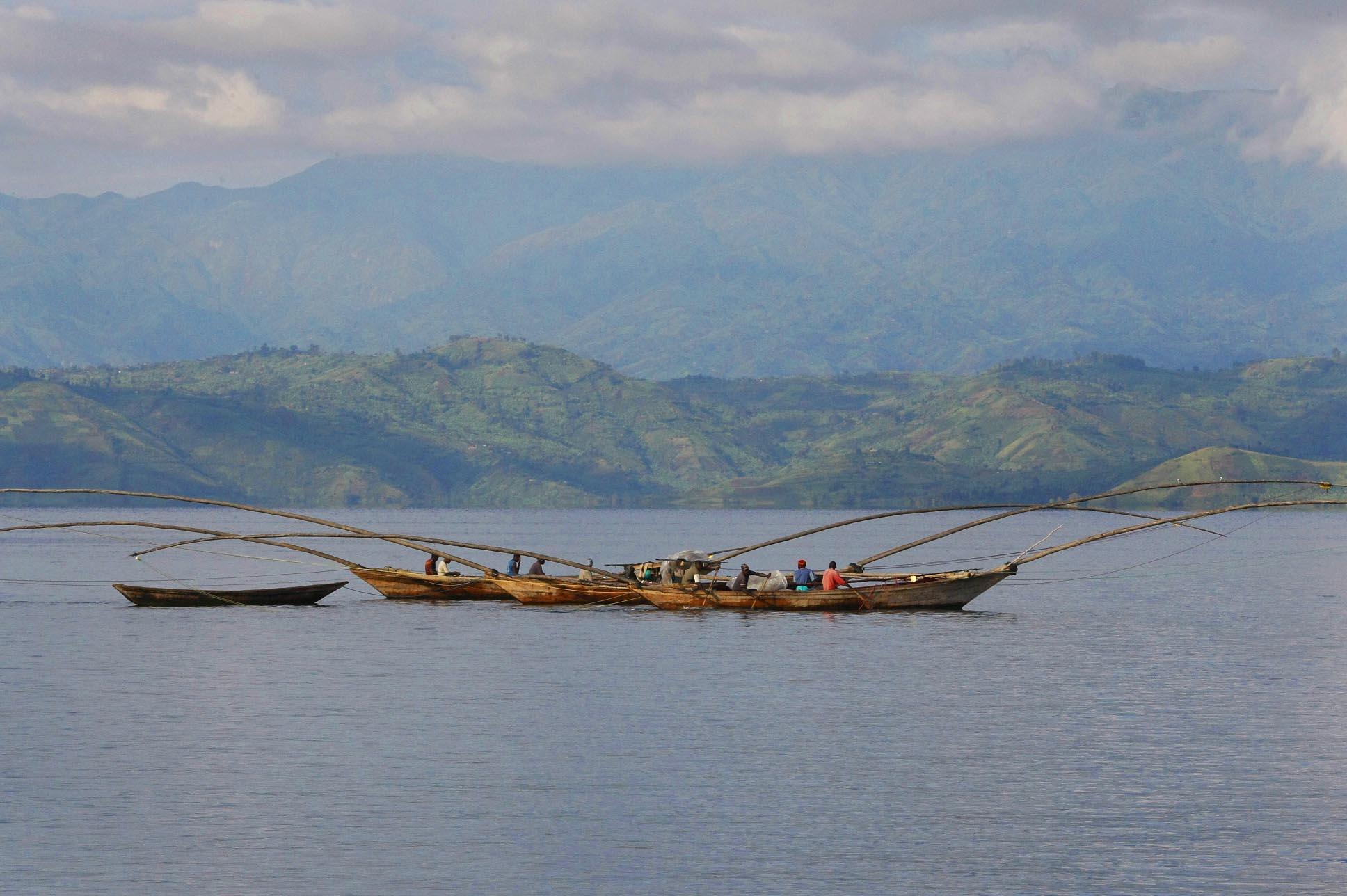 Lake_Kivu_boats.jpg